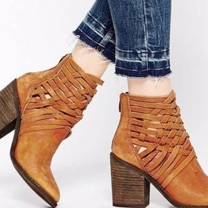 GET THE LOOK! Suede and leather Boots.